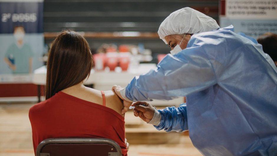 ¿Primero gripe o coronavirus?: cómo debe ser el orden y las prioridades de vacunación contra enfermedades respiratorias