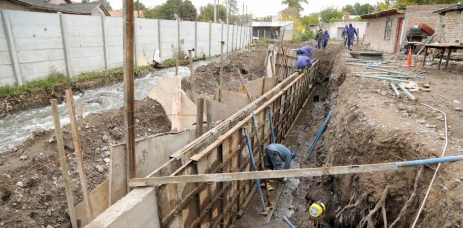 Gutiérrez supervisó avances en la obra del arroyo Durán