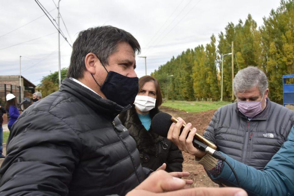 Gaido recorrió el inicio de la obra de pavimentación de la calle Necochea que mejorará la conectividad entre el norte y sur de la ciudad