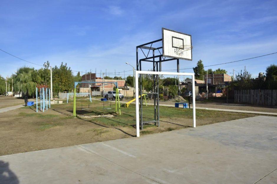 La Municipalidad de Neuquén transformó un microbasural de Valentina Sur en un nuevo espacio verde