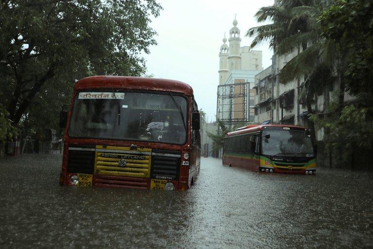 Un poderoso ciclón dejó 24 muertos y 96 desaparecidos en la India