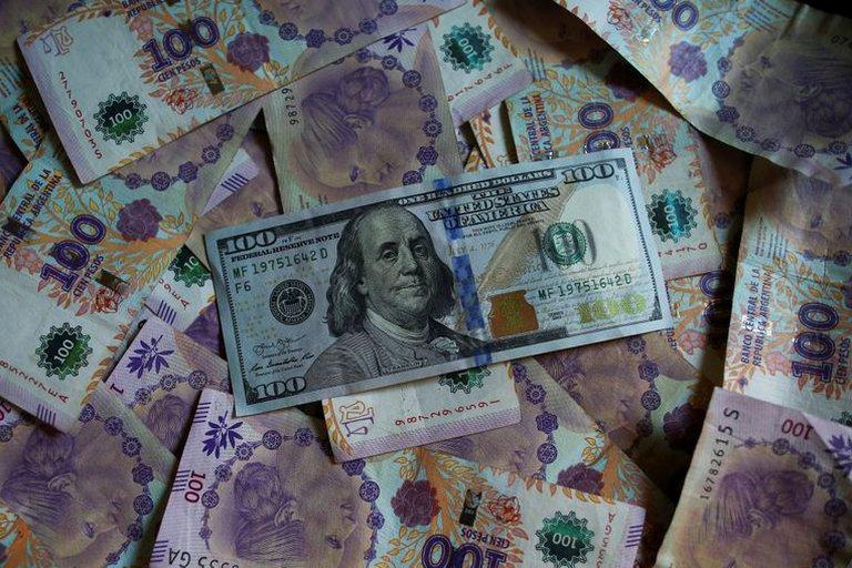 La deuda pública aumentó casi USD 3.000 millones en abril, con mayor exposición en pesos que en moneda extranjera