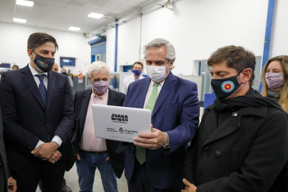 El Presidente encabezó la entrega de netbooks a estudiantes con una inversión de 20 mil millones de pesos