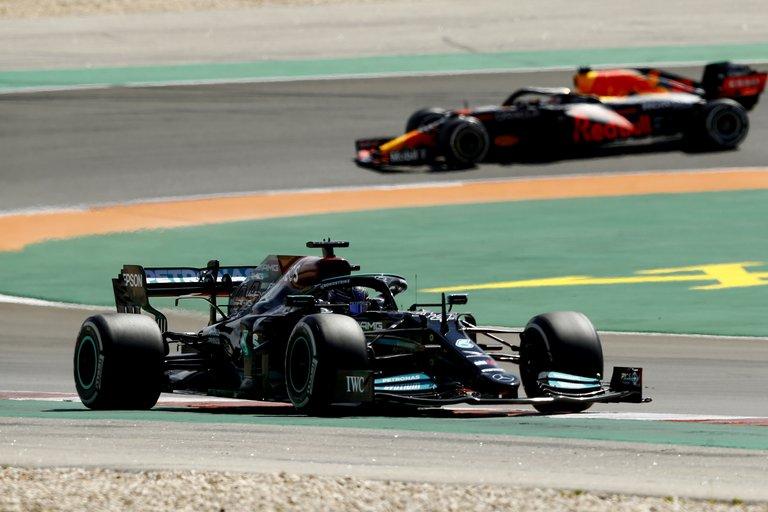 Hamilton se impuso en el GP de Portugal y se aferró a la cima de la Fórmula 1