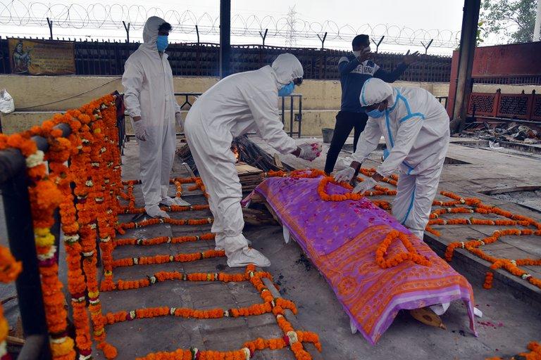India registró récord de muertes por COVID-19: 4.329 en las últimas 24 horas