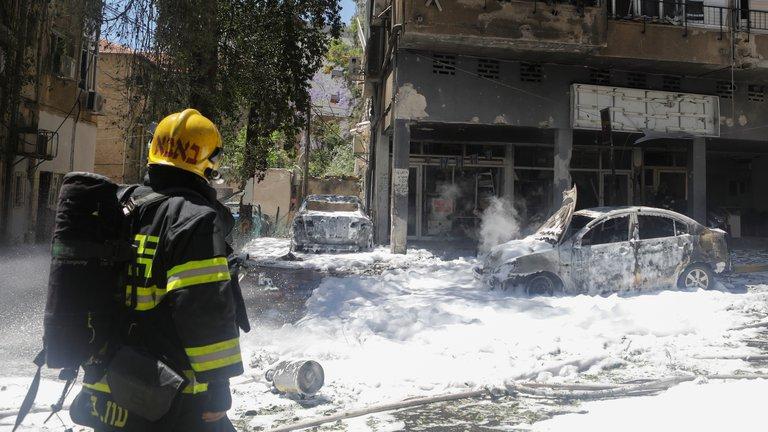 Hamas lanzó más de 20 cohetes contra Israel esta mañana: hay al menos un muerto y decenas de heridos