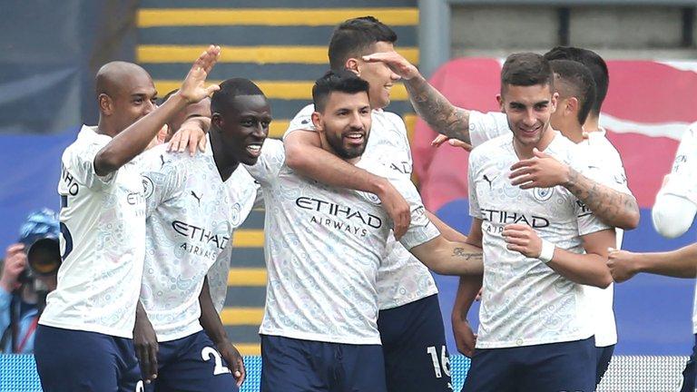 Con un gol del Kun Agüero, el City venció a Crystal Palace y quedó al borde de ser campeón