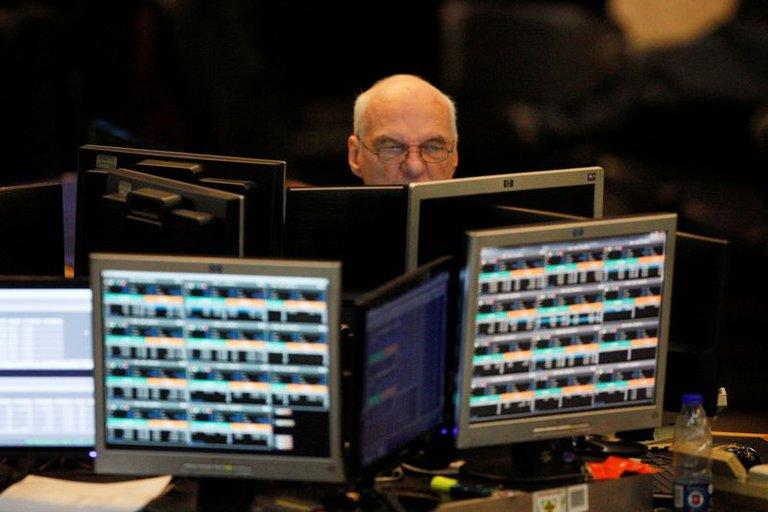 Mercados: las acciones argentinas cayeron hasta 5% en Wall Street y el riesgo país superó los 1.600 puntos. La cotización del dólar libre se mantuvo en $ 171