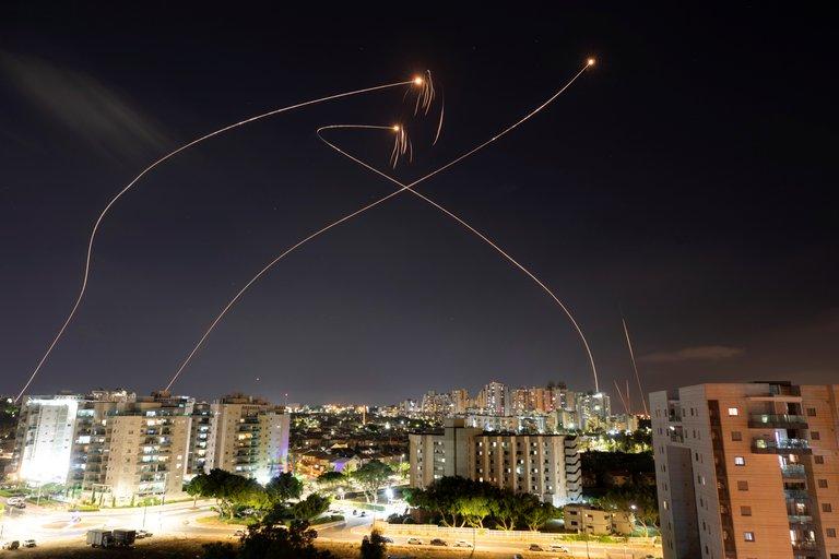 El grupo terrorista Hamas vuelve a atacar Israel: suenan las sirenas de alerta en varias ciudades del centro y sur del país