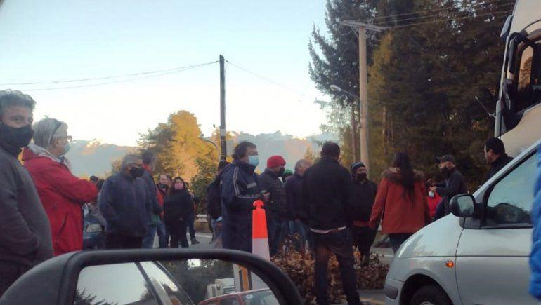 Autoconvocados: agresiones y amenazas en el piquete de Villa la Angostura en la ruta 40