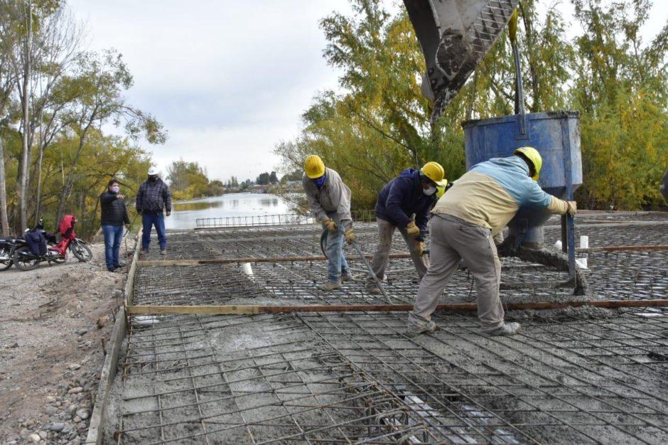 Avanza la obra de los puentes que darán continuidad al Paseo Costero hacia la Confluencia