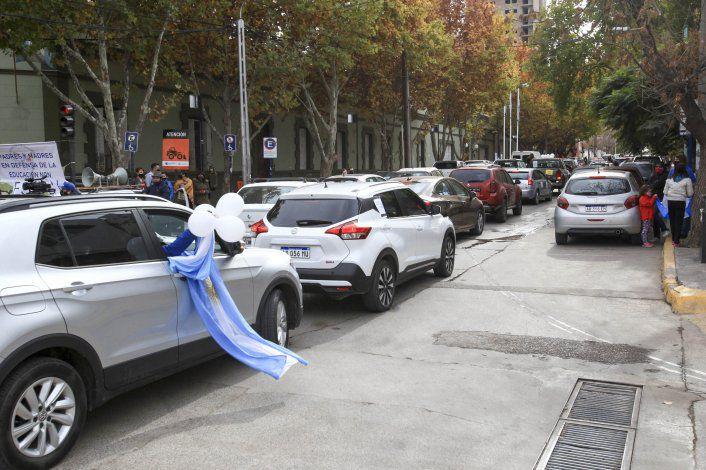 Padres y comerciantes autoconvocados se manifestaron por las restricciones en Neuquén