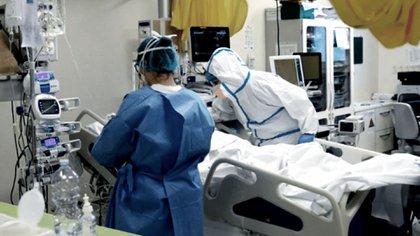 Vuelve la preocupación por el aumento de casos y los asesores médicos plantean ir hacia una cuarentena más dura