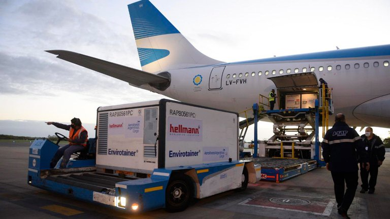 Llegó otro vuelo de Aerolíneas Argentinas con 768 mil dosis de vacunas Sinopharm