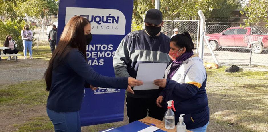 Entregan tenencias a 80 familias de Cuenca XVI