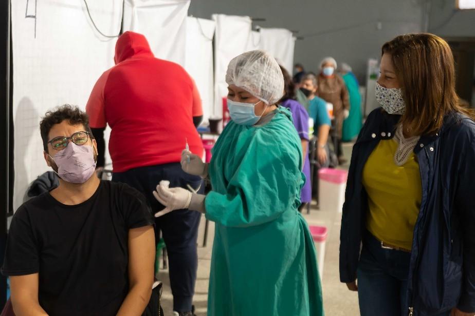 Más de 125.000 personas vacunadas en el país contra el COVID-19 se contagiaron y 3.141 murieron