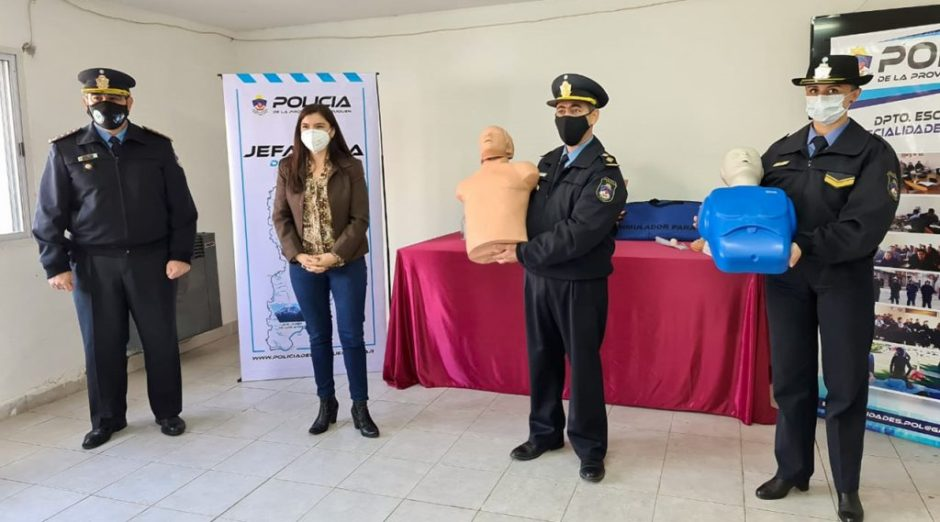 Donan equipamiento a la Escuela de Especialidades de Policía