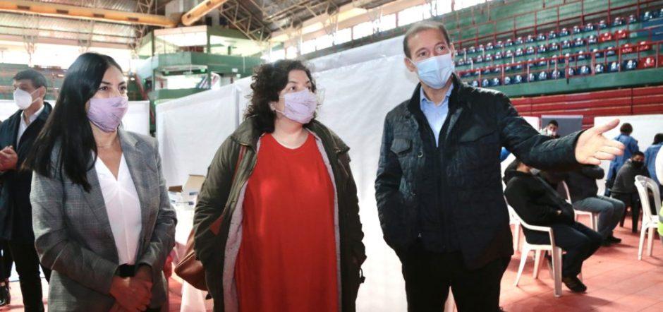 Gutiérrez y Vizzotti monitorearon la vacunación en el Ruca Che