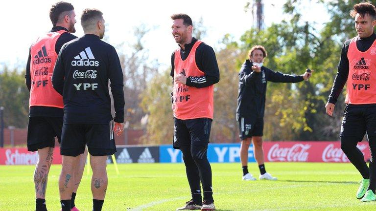 Con varias sorpresas, Lionel Scaloni confirmó el equipo que enfrentará a Chile por las Eliminatorias