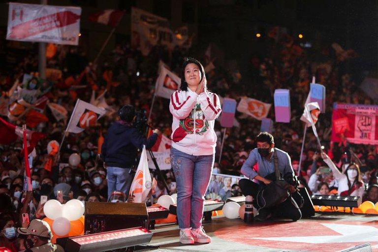 Ballotage abierto en Perú: la última encuesta confirma el ascenso de Keiko Fujimori y vaticina un empate técnico con Pedro Castillo este domingo