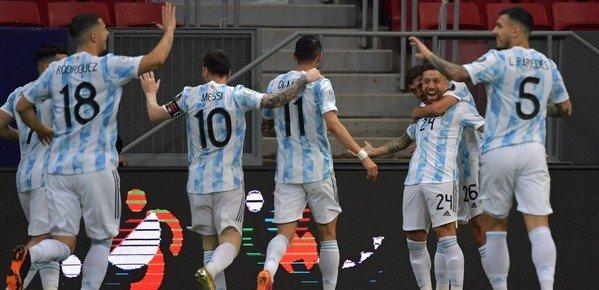 Con una actuación que fue de mayor a menor, Argentina venció 1-0 a Paraguay y lidera el Grupo A de la Copa América