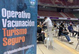 Mendoza: por las vacaciones de invierno, empezaron a vacunar al personal turístico