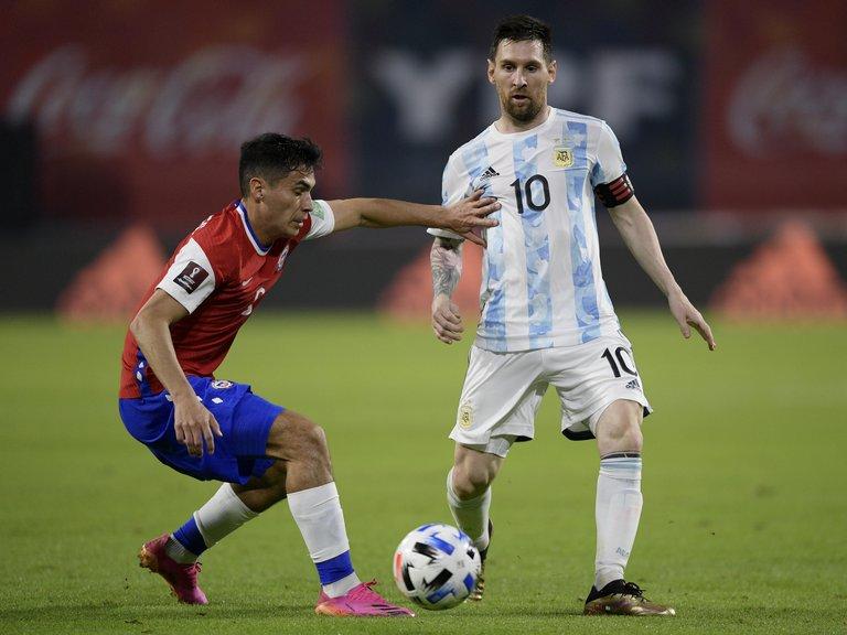 En un partido parejo, Argentina empató con Chile 1-1 en su camino rumbo al Mundial de Qatar