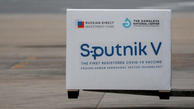 Esta madrugada parte el vuelo que buscará en Rusia el principio activo para producir la vacuna Sputnik V en Argentina