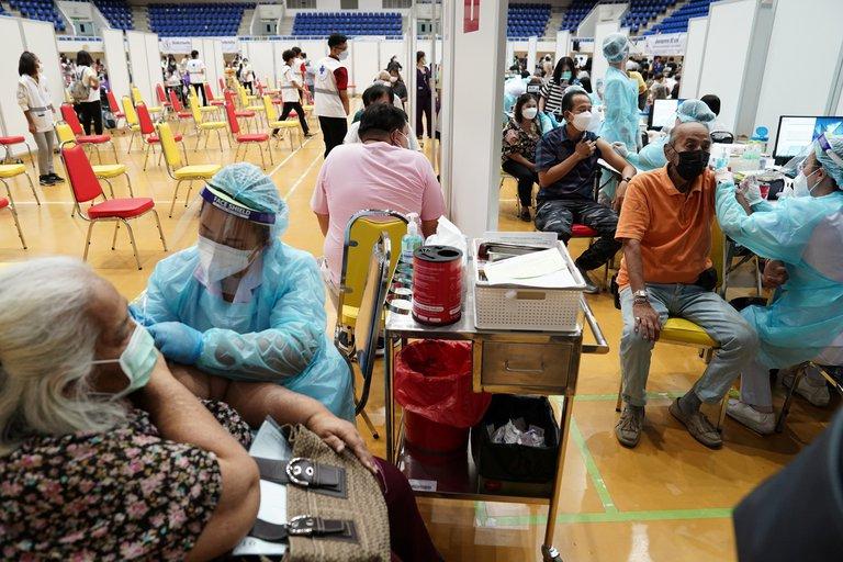 Neuquén: Este lunes sigue la vacunación para mayores de 18