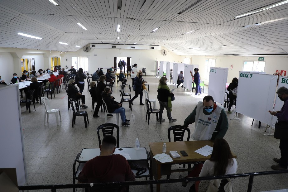 Río Negro: este sábado vacunarán en General Roca sin turno a las personas que deban recibir la segunda dosis de Astrazeneca