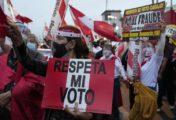Perú: suspendieron a fiscal electoral y se retrasa el anuncio de los resultados de los comicios presidenciales