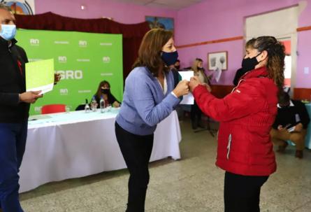 Otras 56 familias productoras de la Región Sur mejorarán sus predios rurales