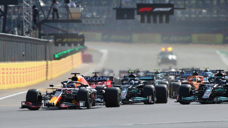 Max Verstappen ganó la primera carrera sprint de la historia en la Fórmula 1 y largará en la pole del GP de Gran Bretaña