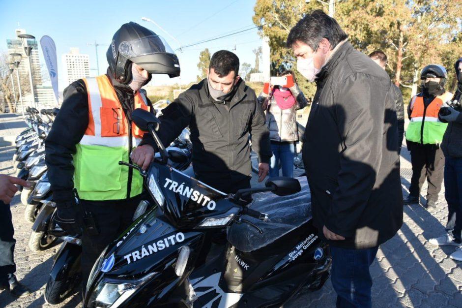 La Municipalidad de Neuquén  entregó motos eléctricas a inspectores de Tránsito