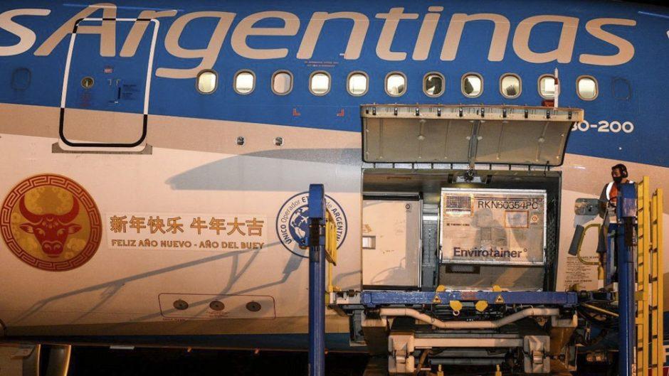 Llega hoy un nuevo vuelo de Aerolíneas de China con 768 mil dosis de Sinopharm
