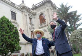 Pedro Castillo asume la Presidencia de Perú con la presencia del rey de España y seis mandatarios latinoamericanos