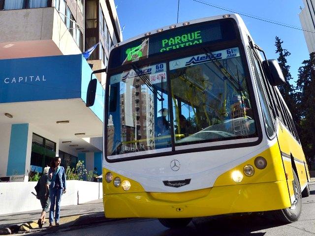 Sin colectivos por bloqueo en acceso de Autobuses Neuquén