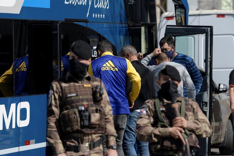 El plantel de Boca se marchó de la comisaría de Brasil tras permanecer 12 horas a bordo del micro: volverán al país y se evaluará la burbuja sanitaria