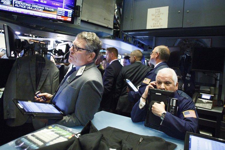 Mercados: las acciones argentinas cayeron hasta 9% en Wall Street en medio de la crisis en el gabinete