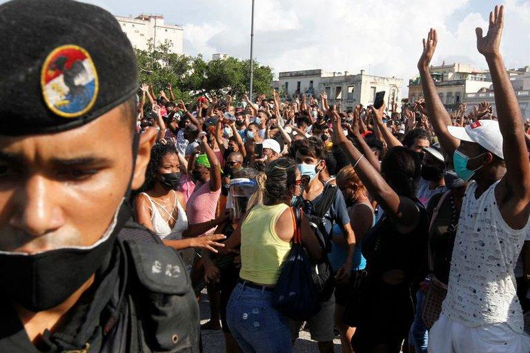 La dictadura cubana restringió el uso de redes sociales en la isla tras las masivas protestas del fin de semana