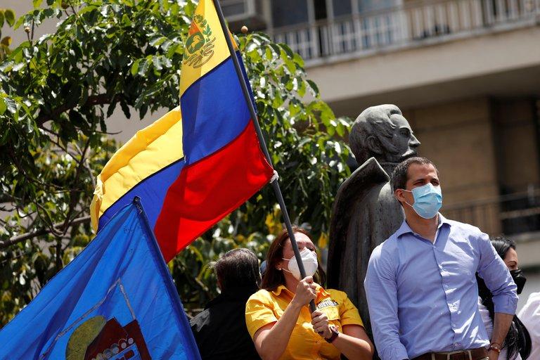 Venezuela: funcionarios del régimen de Maduro intentaron detener al presidente encargado Juan Guaidó