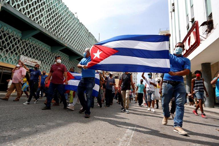 """El régimen cubano amenazó a los manifestantes y dijo que se defenderá """"al precio que sea necesario"""""""