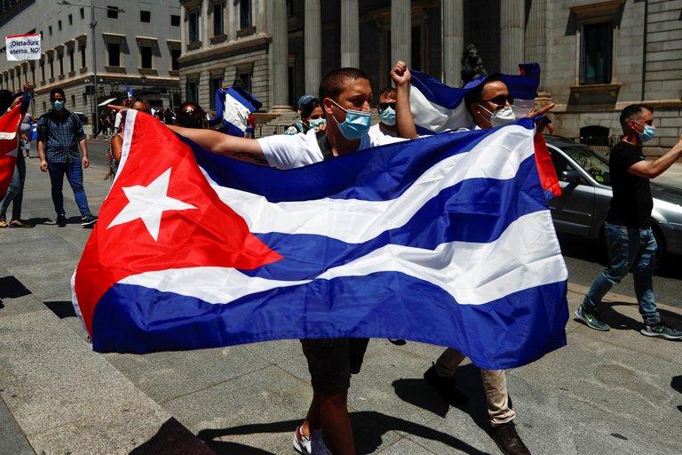 La oposición en Argentina condenó con dureza la represión de la dictadura en Cuba y criticó la posición de Alberto Fernández