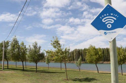 La Municipalidad de Neuquén colocó un punto de WiFi gratuito en Los Hornitos y ya son 205 en total