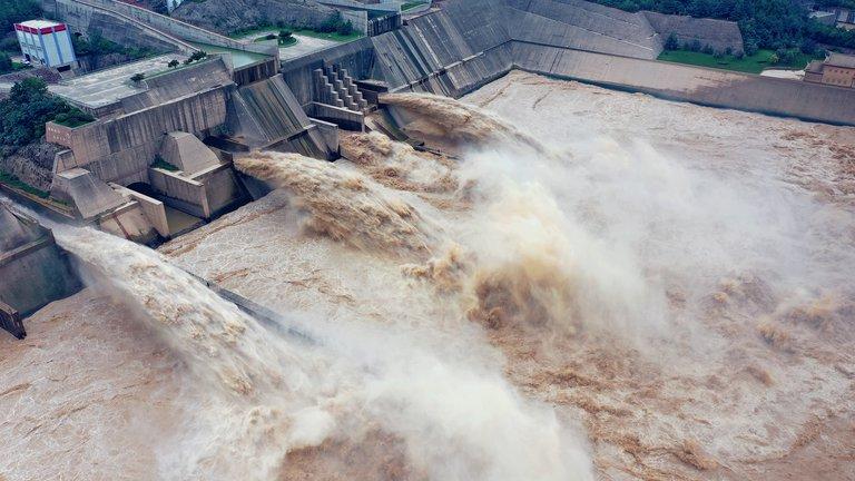 """Alerta en China por el inminente colapso de una mega represa: """"Puede romperse en cualquier momento"""""""