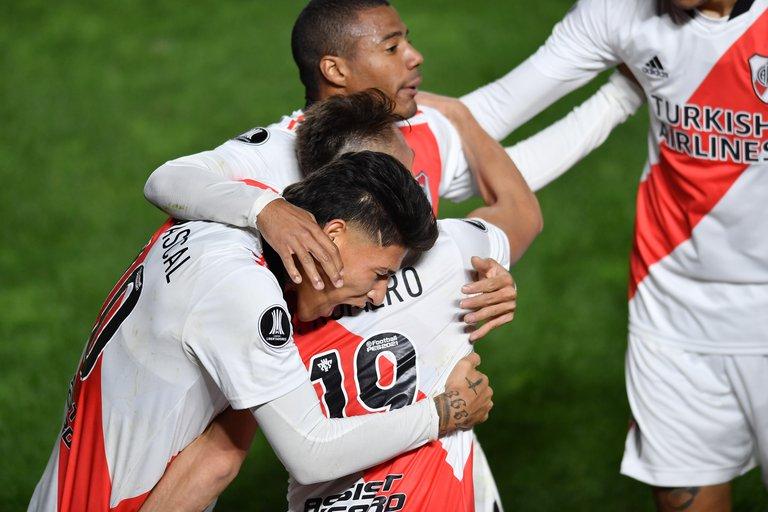 Con dos goles de Braian Romero, River Plate le ganó a Argentinos y avanzó a los cuartos de final de la Copa Libertadores