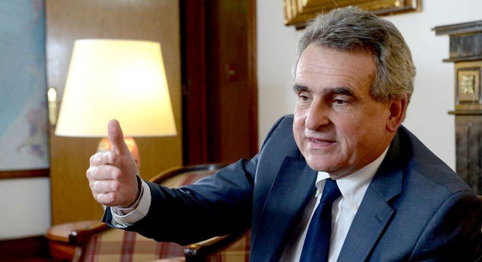 El Ministro de Defensa, Agustín Rossi, confirmó su salida del Gabinete