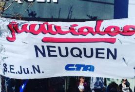 Judiciales de Neuquén aceptaron aumento salarial del 57% y revisión en noviembre