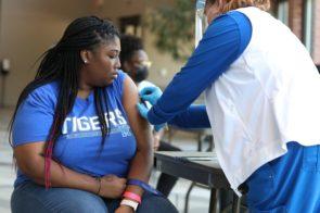 Estados Unidos se prepara para vacunar con una dosis de refuerzo a las personas vulnerables