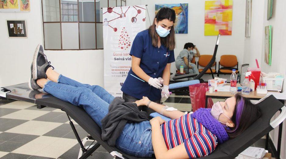 El puesto de donación de sangre del Cine Teatro Español se mudó al Centro Cultural Alberdi